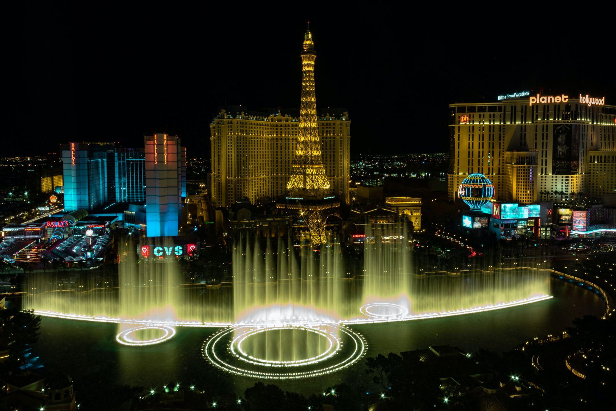 Las Vegas - Skyline and fountain